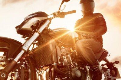 Fototapeta Motorbiker na motocyklu
