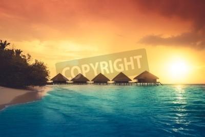 Fototapeta Nad wody bungalowów z kroków do amazing zielony laguny