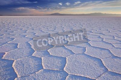 Fototapeta Największa na świecie płaskim sól, Salar de Uyuni w Boliwii, sfotografowany na wschód słońca.
