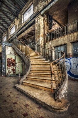 Fototapeta Nałożenie schody wewnątrz hali opuszczonej elektrowni