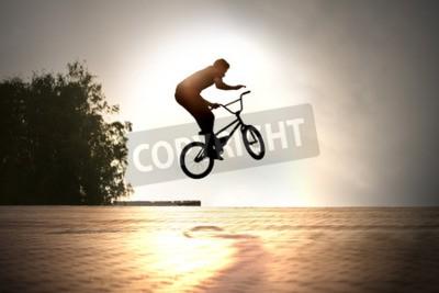Fototapeta nastolatek skok na rowerze w plenerze