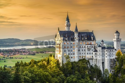 Fototapeta Neuschwanstein Castle in the Bavarian Alps of Germany.