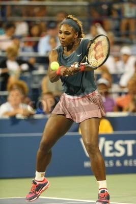 Fototapeta NEW YORK - 29 sierpnia Szesnaście razy Grand Slam mistrz Serena Williams w pierwszej rundzie mecz z kolegą podwaja Venus Williams w US Open 2013 w Billie Jean King Narodowego Tennis Center w dniu 29 s
