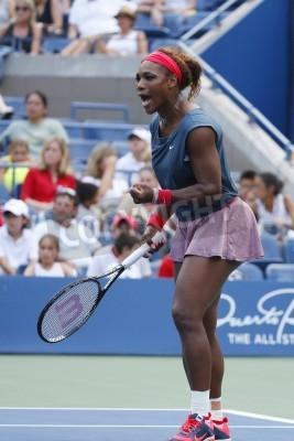Fototapeta NEW YORK - 31 sierpnia Szesnaście razy Grand Slam mistrz Serena Williams podczas meczu trzeciej rundy jej w US Open 2013 w stosunku Jarosława Szwiedowa Billie Jean króla Narodowego Tennis Center na 31