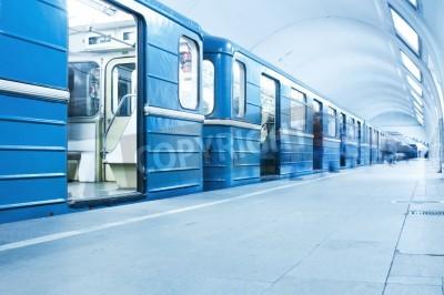 Fototapeta Niebieski pociąg na stacji metra