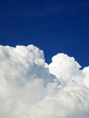 Fototapeta Niebieskim tle nieba z tiny chmur