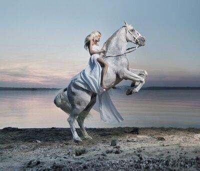 Fototapeta Niesamowity portret blond kobieta na koniu