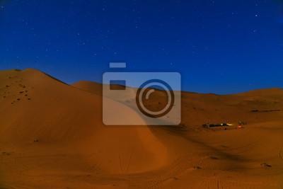 Noc w Erg Chebbi wydmy w pobliżu Merzouga, Maroko