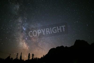 Fototapeta Nocne niebo wih milkyway w górach
