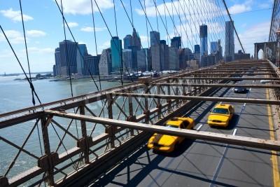 Fototapeta Nowy Jork Manhattan Skyline z Brooklyn Bridge z żółtym taksówki