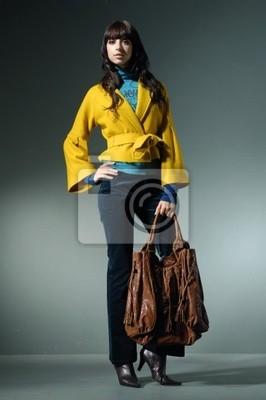 Obraz mody studio z młodych modelu z worka