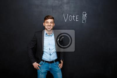 obraz nadaje się człowiek w pobliżu głosowanie tekstu