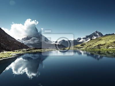 Odbicie Matterhorn w jeziornym Riffelsee, Zermatt, Szwajcaria