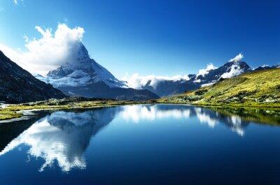 Odbicie Matterhorn w jeziorze, Zermatt, Szwajcaria