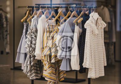 Fototapeta Odzież modna w sklepie butiku w Londynie.