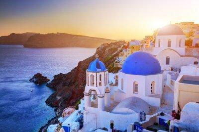 Fototapeta Oia miasta na wyspie Santorini, Grecja o zachodzie słońca.