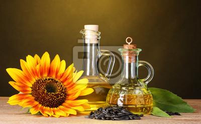olej słonecznikowy i słonecznika na żółtym tle