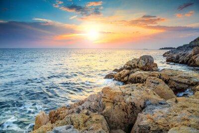 Fototapeta Oszałamiająca skalista i piękny zachód słońca w pobliżu Rovinj, Istria, Chorwacja