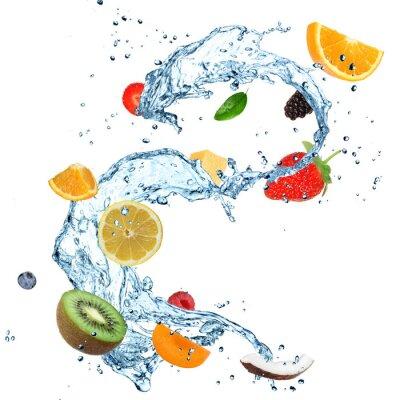 Fototapeta Owoce w plusk wody na białym