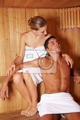 Paar gemeinsam w saunie