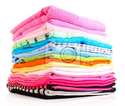Pala kolorowe ubrania nad białym tle