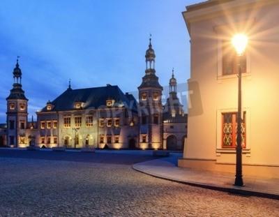 Fototapeta Pałac Biskupi i latarnia w Kielcach, Polska w godzinach wieczornych.