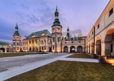 Fototapeta Pałac Biskupów w Kielcach, Polska w godzinach wieczornych.