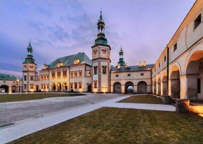 Fototapeta Pałac Biskupów w Kielcach, w godzinach wieczornych.