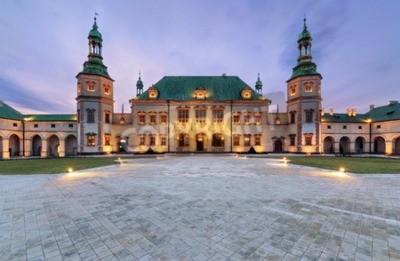 Fototapeta Pałacu Biskupów po zachodzie słońca w Kielcach, Polska, Europa.