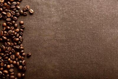 Palonych ziaren kawy na szarym tle włókienniczych
