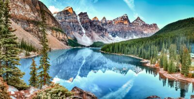 Fototapeta Panorama jeziora Moraine w Banff National Park, Alberta, Kanada