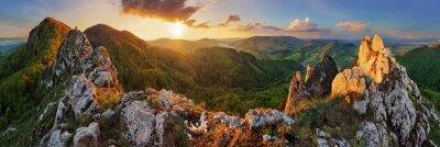 Fototapeta Panorama krajobraz górski o zachodzie słońca, Słowacja, Vršatec