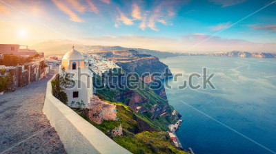 Fototapeta Panorama Pogodna. Santorini wyspa. Malowniczy wiosna wschód słońca na sławnym Grecki kurorcie Thira, Grecja, Europa. Podróże koncepcja tło. Styl artystyczny po przetworzeniu zdjęcia.