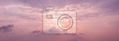 Panorama tle nieba słońca z kolorami kwarc różowy i spokoju