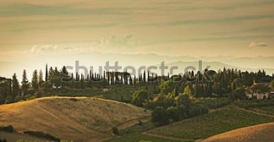 Fototapeta Panorama wzgórza San Gimignano, mała średniowieczna wioska w Tuscany, Włochy.