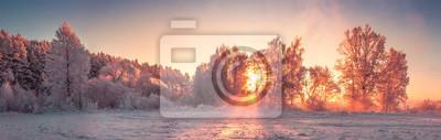 Fototapeta Panorama zimy natury krajobraz przy wschodem słońca. Boże Narodzenie