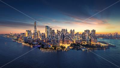 Fototapeta Panoramę Nowego Jorku panoramę o wschodzie słońca. Budynki biurowe Manhattan / skysrcapers rano. Panorama panoramiczna Nowego Jorku.