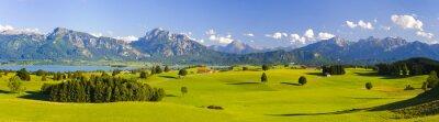 Fototapeta Panoramiczny krajobraz w Bawarii z Alp, góry i łąki w Allgäu