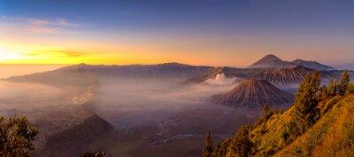 Fototapeta Panoramiczny widok z Bromo góry rano