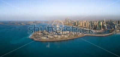 Fototapeta Panoramiczny widok z lotu ptaka Ferris koło na Bluewaters wyspa w Dubaj, Zjednoczone Emiraty Arabskie