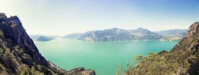 Fototapeta Panoramiczny widok z lotu ptaka jeziora górskiego