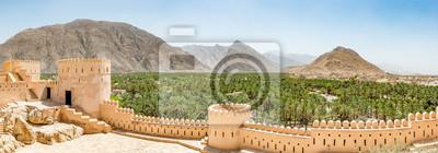 Fototapeta Panoramiczny widok z Nakhal w regionie al-Batina Omanu. Znajduje się około 120 km na zachód od Muscat, stolicy Omanu. Jest znany jako miasta Oasis.