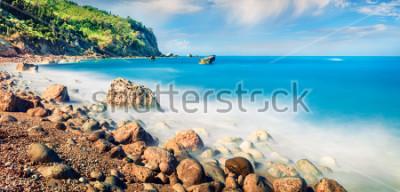 Fototapeta Panoramiczny wiosenny widok na plażę Avali. Niewiarygodny poranny krajobraz Morza Jońskiego. Ekscytująca plenerowa scena Lefkada wyspa, Grecja, Europe. Piękno natury pojęcia tło.