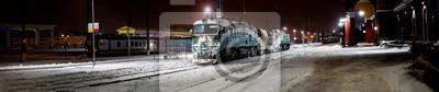 Fototapeta Panoramiczny zimowy widok na dworzec kolejowy z lokomotywą