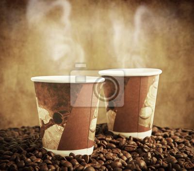 papierowe kubki z ziaren kawy