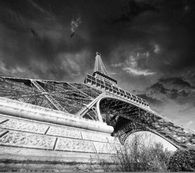 Fototapeta Paris - La Tour Eiffel . Wspaniałe kolory słońca w sezonie zimowym