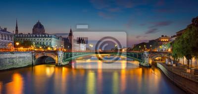 Fototapeta Paris Panorama. Panoramiczny obraz Paryż Riverside podczas zmierzchu niebieskim godzinę.