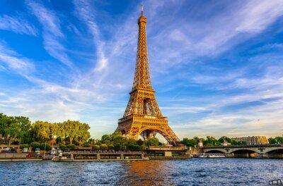 Fototapeta Paryż Wieża Eiffla i Sekwany o zachodzie słońca w Paryżu, Francja. Wieża Eiffla jest jedną z najsłynniejszych atrakcji Paryża.