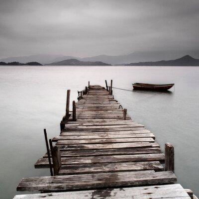 Fototapeta Patrząc na molo i łodzi, nasycenie niskich