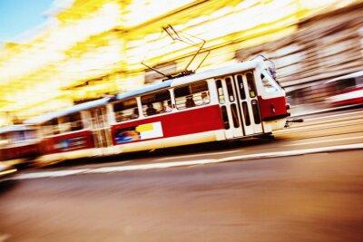 Fototapeta Pędzącego pociągu w mieście Praga